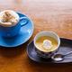 コーヒー片手に空想旅行を。鎌倉さんぽで立ち寄りたい旅のブックカフェ「Trip・Drip」