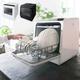 2.98万円で食器洗いの労力と時間から解放!水道いらずのタンク式食洗機「ラクア」BLACK