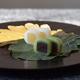 HIGASHIYA、新緑の季節のお菓子を発売。2種の羊羹を包んだ「柏ノ果」や、新茶を使った「新茶羹」