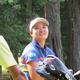 練習で笑顔を見せる鈴木愛