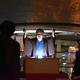 怪談クルーズの船上で、「牡丹灯籠」を語る神田春陽さん。雰囲気たっぷりだ=東京都中央区、日本橋川(斎藤有美撮影)