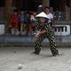 ベトナムのソクソン県でクロッケーをする高齢者(2019年10月6日撮影)。(c)Manan VATSYAYANA / AFP