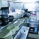 (写真)食器や調理用具が並ぶ韓国料理店の厨房(ちゅうぼう)