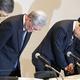 10月2日、金品受領問題を巡る記者会見で頭を下げるる関西電力の八木誠会長(左から2人目)、岩根茂樹社長(同3人目) Photo:JIJI