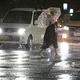 台風17号が九州北部に接近し、雨風が強まる福岡市内=22日、夜