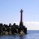 今年1月に撮影された浦分港防波堤灯台=7日午前10時54分、高知県四万十町興津、高知海上保安部提供
