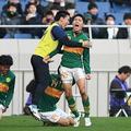 今大会初得点を喜ぶ松村優太。チームを24年ぶりの決勝へ導いた。