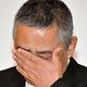 会見で涙を見せる吉本興業・岡本社長=東京都新宿区(撮影・出月俊成)