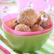 シュガーボール・ドーナツの簡単なレシピを紹介します。なんと薄力粉で生地作りからタネを油に落とすまで、ビニール袋1枚でできちゃいます!