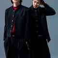 左から佐田正樹役の健太郎、合屋厚成役の山田裕貴 ©よしも