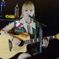 アコースティックライブを行った「SCANDAL」のギターMAMI