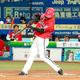 1回無死、藤原は右中間に2号先頭打者本塁打を放つ(カメラ・越川 亘)