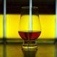 グラスに入った酒(2016年12月12日撮影、資料写真)。(c)NDY BUCHANAN / AFP