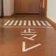 家の中に出現した「止マレ」の道路標示=キャップ / FURI×(@cap1118)さん提供