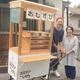 軒先リヤカー街に活気 福岡市の永野さん夫妻 食や雑貨販売、催しも