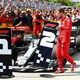 19F1第7戦カナダGP決勝。パルクフェルメで順位が記されたボードを移動させるフェラーリのセバスチャン・ベッテル(2019年6月9日撮影)。(c)Dan Istitene/Getty Images/AFP