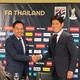 64歳でビッグチャレンジを決意した西野監督(右)。タイ協会のソムヨット会長と固い握手を交わす。(C)SOCCER DIGEST