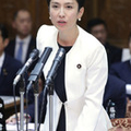 参院予算委員会で質問する立憲民主党の蓮舫参院幹事長=15日午