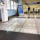 羽田空港国際線ターミナル駅4か所にアニメライティング誘導システム、京急が10/21-11/4実証実験