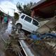 台風19号(アジア名:ハギビス)の影響を受けた長野県で、洪水の被害に見舞われた住宅と車(2019年10月15日撮影)。(c)Kazuhiro NOGI / AFP