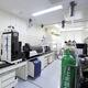 息を用いた新型コロナウイルス検査法の開発を進めている東北大学の呼気オミックス研究センター(東北大学提供)
