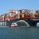 8月初め、インドネシアのタンジュンペレパス港でコンテナ1万9574個を積んだ「MSC GULSUN」が欧州に向けて出港している。[写真 タンジュンペレパス港]