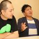 インタビューに答えるスリムクラブの真栄田賢(右)と内間政成(撮影・島崎 忠彦)