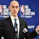 米プロバスケットボール協会(NBA)のアダム・シルバーコミッショナー(2019年10月8日撮影、資料写真)。(c)Kazuhiro NOGI / AFP