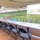 メットライフドームに新設されたユニバーサルデッキ。飛球の防御板も設置され、車椅子のファンも安心して観戦できる(球団提供)