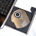 SXシリーズでは、右側面にDVDスーパーマルチドライブを備える