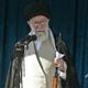 ライフルを手にして演説するイランの最高指導者アリ・ハメネイ師。同国首都テヘランにて(2019年6月5日提供)。(c)AFP=時事/AFPBB News
