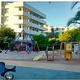 合成麻薬エクスタシーが落ちていた公園(画像は『The Sun 2019年7月19日付「DEADLY FIND Girl, 3, fights for life on Ibiza family holiday after mistaking ecstasy pill she found in playground for a sweet」(Credit: SOLARPIX)』のスクリーンショット)