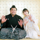7月場所後に浅草の写真館で婚礼写真を撮影した高安と杜このみ
