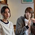 「重要参考人探偵」に出演する(写真左から)新木優子、古川雄輝/(