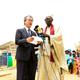 クリーンウォーターシステム引き渡し式典の様子(左は新井 辰夫 在セネガル日本国大使館 特命全権大使)