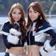 GREENTEC & LEON RACING LADY(左:加藤紗里、右:中島亜莉沙)