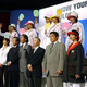 アテネ五輪では開会式などで着用する公式ユニホームを担当。出場選手らと発表会で(前列右から4人目)=平成16年6月
