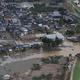 【台風19号】今も水が残る千曲川の決壊現場付近=15日午前9時8分、長野市(本社ヘリから、恵守乾撮影)