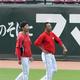 2016年、広島・大瀬良(左)と黒田=マツダスタジアム(撮影・鳥越瑞絵)
