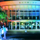 (写真)ライトアップされた会場前で展示を見る人たち=3日、宮崎市