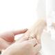 指輪交換で指輪が入らない!?結婚式当日に実践したい指・手のむくみを取る方法