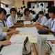 「県いじめ問題サミット」で熱のこもった議論を交わす中学生=滋賀県庁