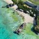 沖縄の海ごと幻想の光でキラメク!星野リゾート「バンタカフェ」で「イルミーバンタ 海辺の夜あかり」開催