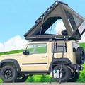 ポップアップテントを備えて屋根の上で車中泊できる