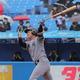 慶大の3年生投手、長谷川が初打席で満塁アーチ。東京六大学の歴史にその名を刻んだ (撮影・塩浦孝明)