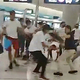 21日、香港北西部の元朗駅構内で、逃亡犯条例改正反対のデモに参加した市民を襲う白いTシャツを着た集団(AFP時事)