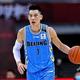 中国プロバスケットボールリーグ、北京ダックス対広東サザンタイガース。試合に臨む北京ダックスのジェレミー・リン(2020年8月4日撮影)。(c)STR / AFP