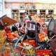 中国国民からの反発は恐ろしい…(2012年の反日デモで襲われたスーパーのジャスコ。写真/AFP=時事)