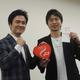 木村悠氏(左)とトークショーを行い、謝礼とバレンタインのチョコレートを贈られた田口良一氏
